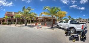 Duikvakantie Bonaire Wannadive vakantieduiker Panorama diveshop car n gear no people