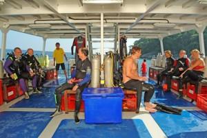 Duikvakantie Phuket Similan vakantieduiker boat-stingray-divedeck