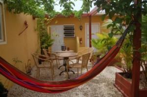 Groepsreis Duikvakantie Bonaire Divehut tuin vakantieduiker 5