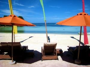 duikvakantie filipijnen malapascua voshaaien strandstoelen vakantieduiker